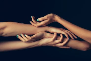 4 mains : Ostéopathie – Reflexologie