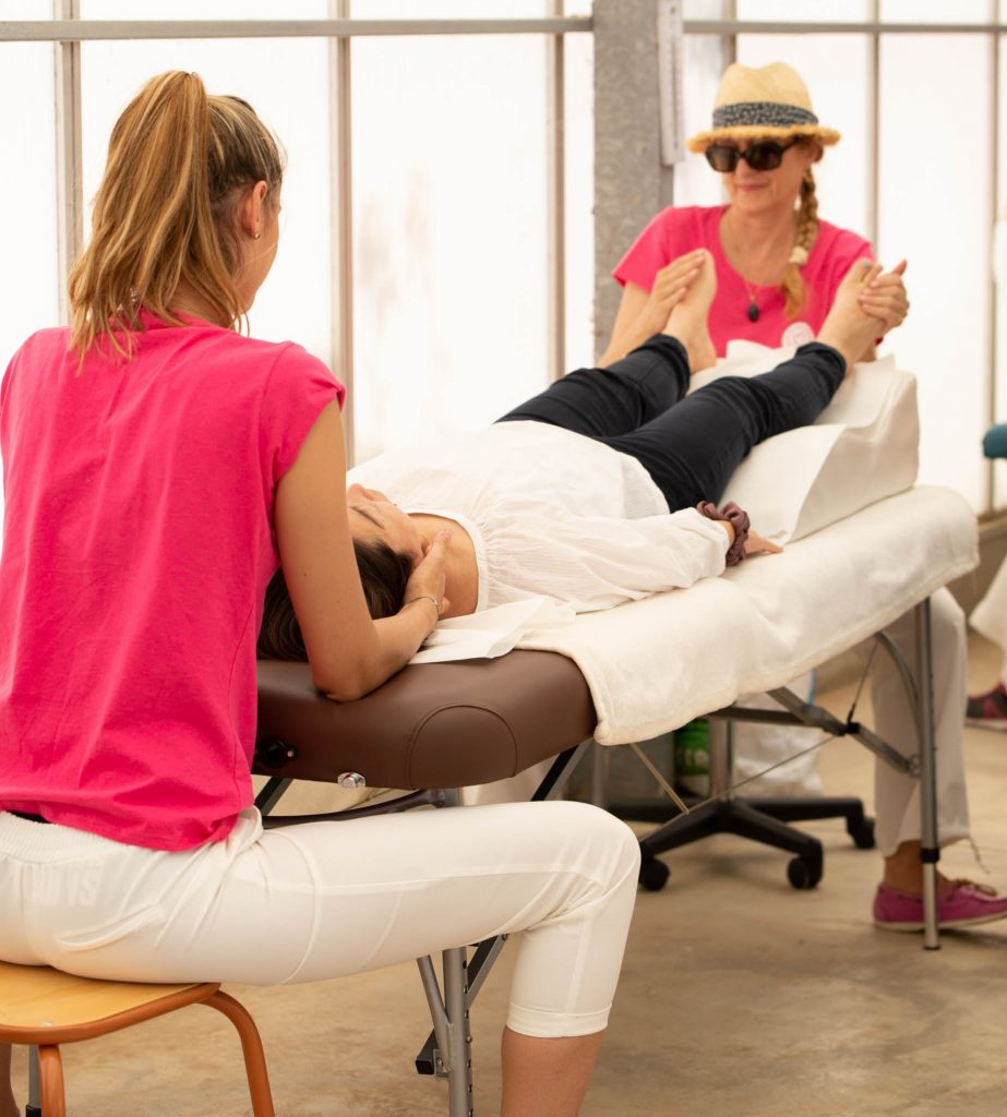 4 mains osteopathie reflexologie plantaire chloe charpentier osteopathe vence antibes juan les pins